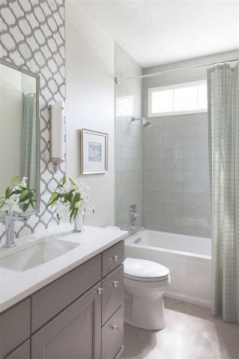 ideas for bathrooms remodelling 25 best ideas about small bathroom remodeling on