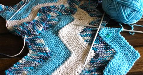 w and t knitting keeping crafting knitting the ten stitch zig zag blanket