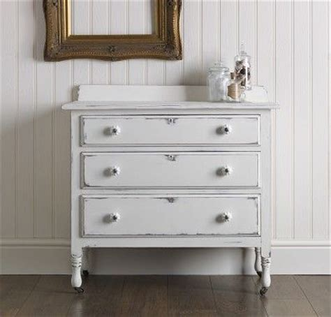 chalk paint muebles pintados 19 best images about muebles pintados con efecto tiza on