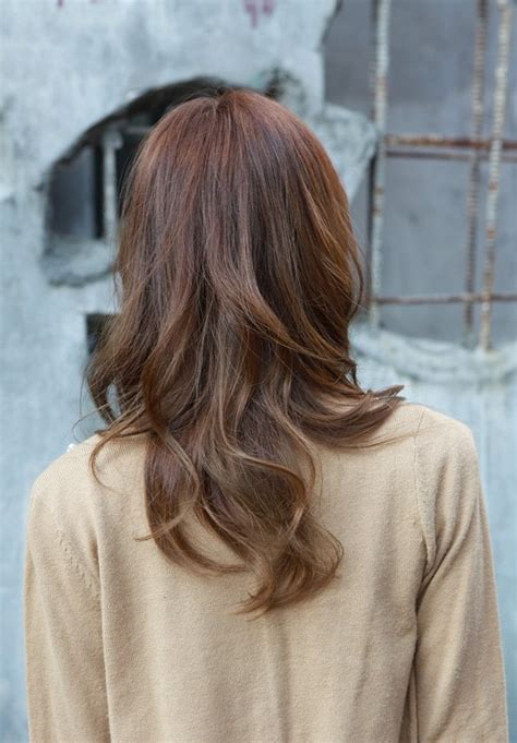 pictures of the back of shoulder lenth hair asian girls shoulder length wavy hairstyle with full bangs