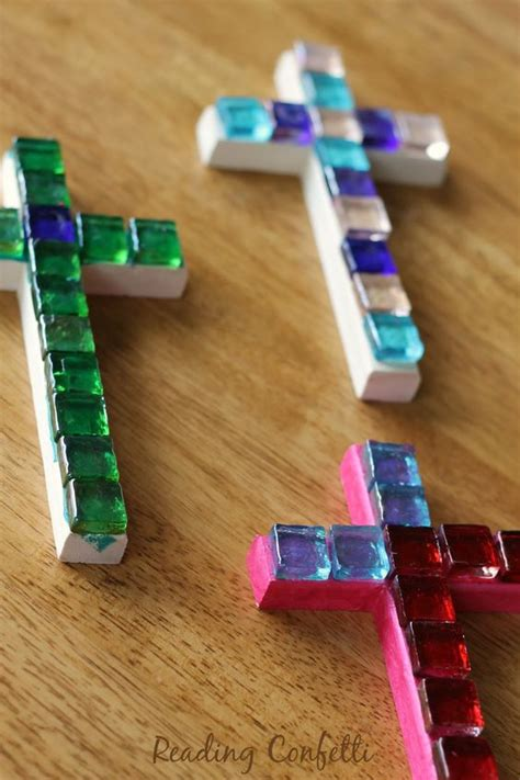 easy religious crafts for easy and inexpensive mosaic crosses can make to give