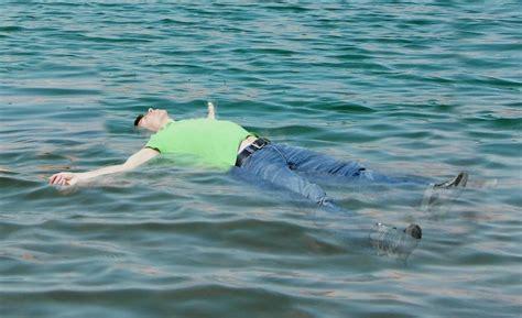 floating water dead bodies floating in water www pixshark images