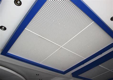 tuiles perfor 233 es de plafond suspendu en m 233 tal avec l isolation phonique sur feuille en acier en