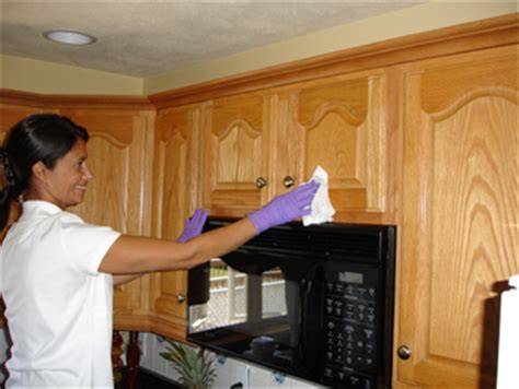 how to clean the grease kitchen cabinets how to clean grease from kitchen cabinet doors ehow uk