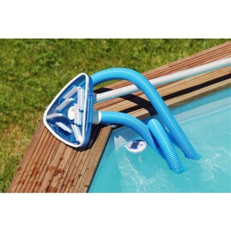 un aspirateur pour piscine hors sol