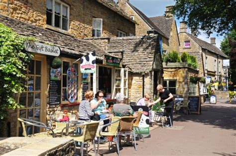 bourton on the water lights a visitor s guide to bourton on the water places of