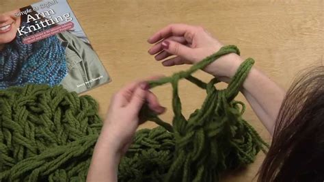 arm knitting how to cast on arm knitting hi def 30 minute infinity scarf