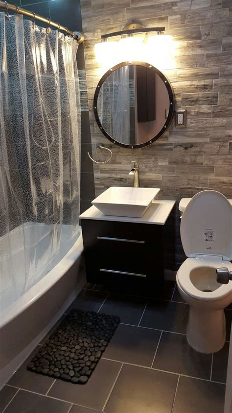 Bathroom Makeover Pictures by 25 Best Ideas About Small Bathroom Makeovers On