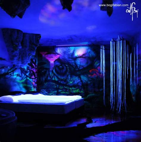 Glowing Wall Painting Ideas Bringing Futuristic Space