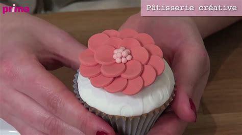 comment faire une fleur en p 226 te 224 sucre pour d 233 corer un cupcake astuce cuisine vins