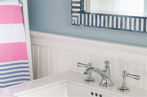 How To Make A Small Bathroom Look Like A Spa by 9 Ways To Make A Small Bathroom Look Bigger Diy Decor