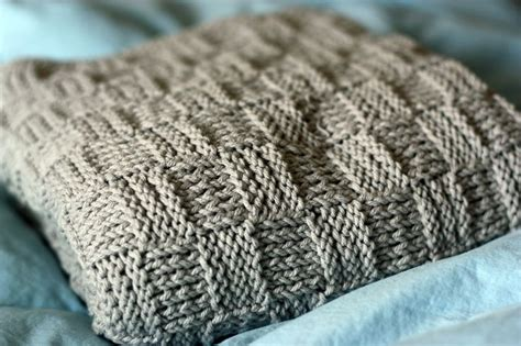 easy knit baby blanket easy knit baby blanket craft ideas