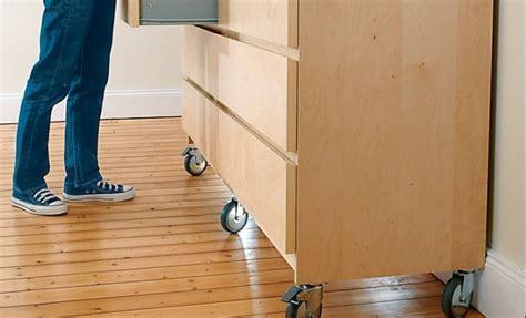 installer des roulettes sous un meuble
