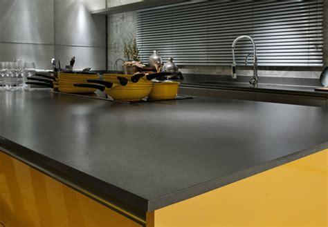Kitchen With Stone Backsplash comptoir de quartz fonc 233 attention granite au sommet
