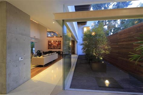 Modern Concrete Villa With Beautiful Interior Courtyard