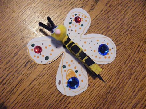 wooden clothespin crafts for magnetic note holder paint a wooden clothespin like a bee