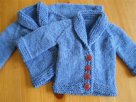 simple baby sweater to knit baby sweater on the needles