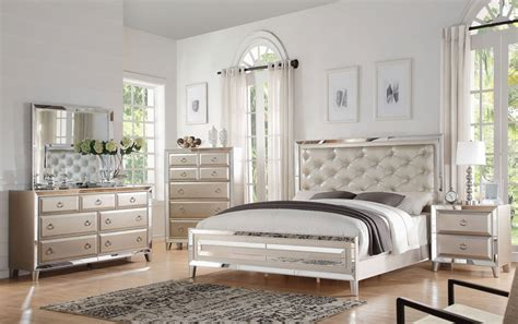 bedroom with mirrored furniture mirrored furniture bedroom set 28 images brazia