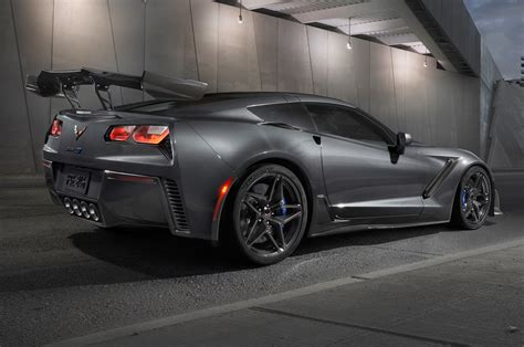 New Corvette Zr1 by New Corvette Zr1 Convertible Drops 755 Horses Like A Beast