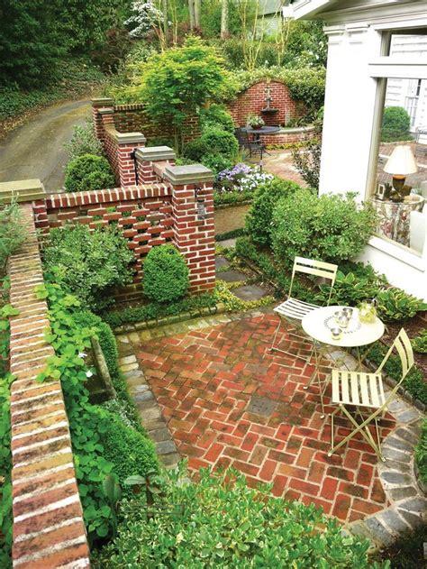 courtyard ideas best 25 brick courtyard ideas on small