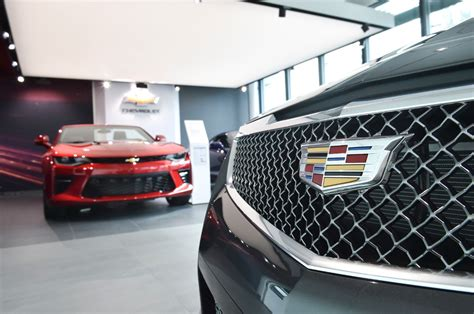 Cadillac Store cadillac cuts ribbon on z 252 rich schlieren premium store