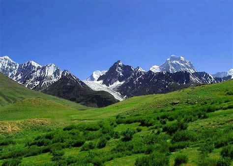 fondo de imagen Montañas y Prado