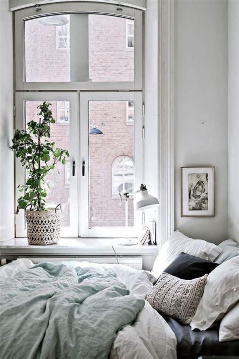 cozy bedroom decor 40 minimalist bedroom ideas less is more homelovr