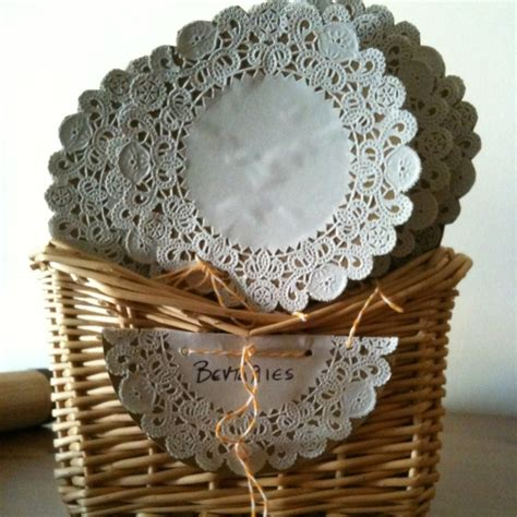 crafts using paper doilies 17 best images about napperon dentelle paper doilies on