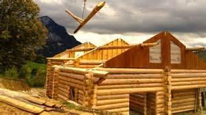 un chalet construit avec des troncs de bois empil 233 s au coeur de l immo