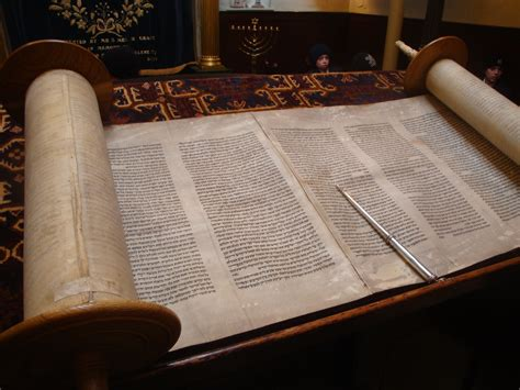 pictures of holy books file open torah the holy book jpg
