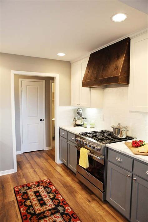 paint colors used on hgtv paint sw silver strand hgtv fixer kitchens