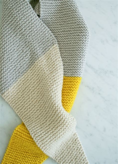 how to knit purl a scarf pattern of the week color tipped scarf from the purl bee