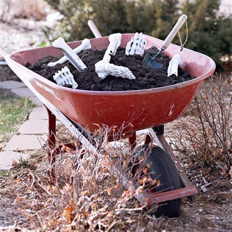 Der Garten Der Knochen by Gartendeko Ideen Mit Skeletten Sch 228 Deln Und Knochen