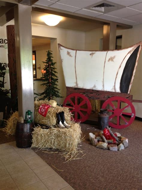 western crafts for west covered wagon vbs western decorating ideas