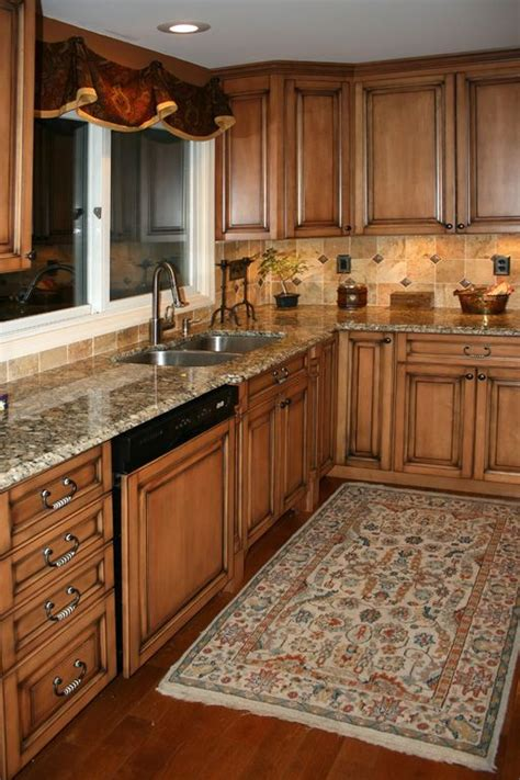 kitchens with maple cabinets 3a8924c0b0ef3d423bbc9bb7621a56c5 jpg