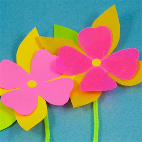 paper craft of flowers how to make paper flowers friday s crafts