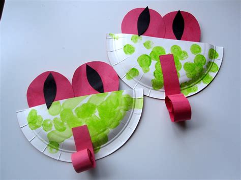 easy paper plate crafts for easy paper plate tree frogs no time for flash cards
