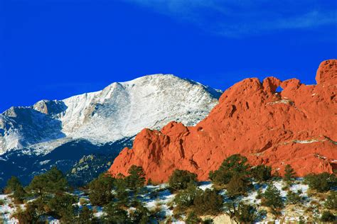 Garden Of The Gods To Pikes Peak Pikes Peak Mountain Camels Rocks In The Foreg