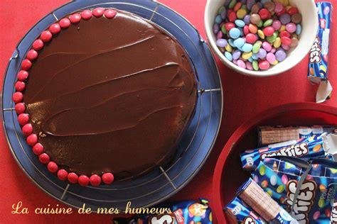 g 226 teau moelleux au chocolat d 233 coration d anniversaire la cuisine de mes humeurs