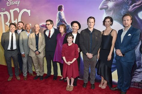 cast on the bfg carpet premiere with pictures