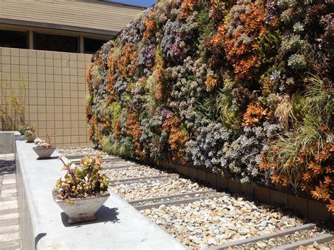 how to make a vertical wall garden 20 originales ideas de jardines verticales caseros