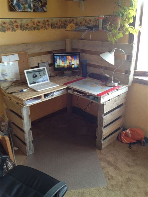 woodworking from home 25 best ideas about pallet desk on desk ideas