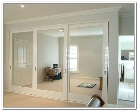 mirrored sliding closet doors for bedrooms 25 best ideas about mirror closet doors on