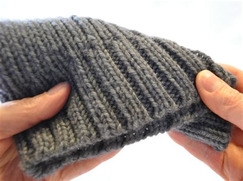 how to knit ribbing in the alternate cable cast on for 2x2 ribbing woolly wormhead