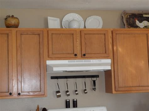 where to place kitchen cabinet handles we did a pinstripe stain on our kitchen cupboard doors we
