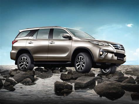Wallpaper Car Toyota by Toyota Fortuner Wallpapers Free