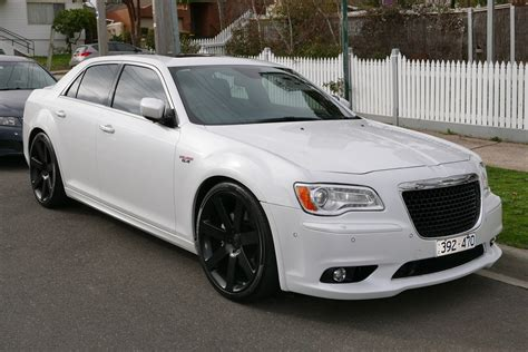 Free Car Wallpaper 300 Limited by Chrysler 300 Wallpapers Images Photos Pictures Backgrounds