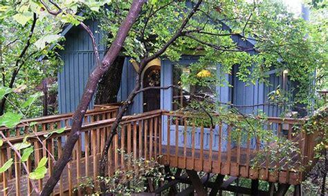 tree house cottages eureka springs treehouse cottages eureka springs ar oak treehouse