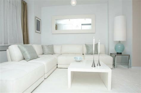white sofa in living room le salon blanc id 233 es de d 233 co minimaliste en blanc