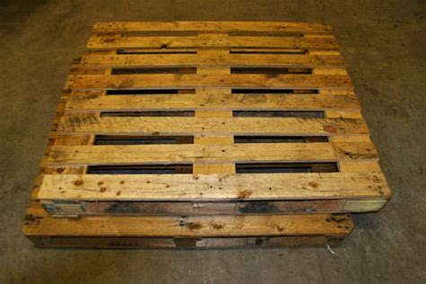 pallet woodworking diy wooden pallet chair recycled ideas recyclart